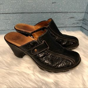 Sofft Black tooled leather clogs size 9